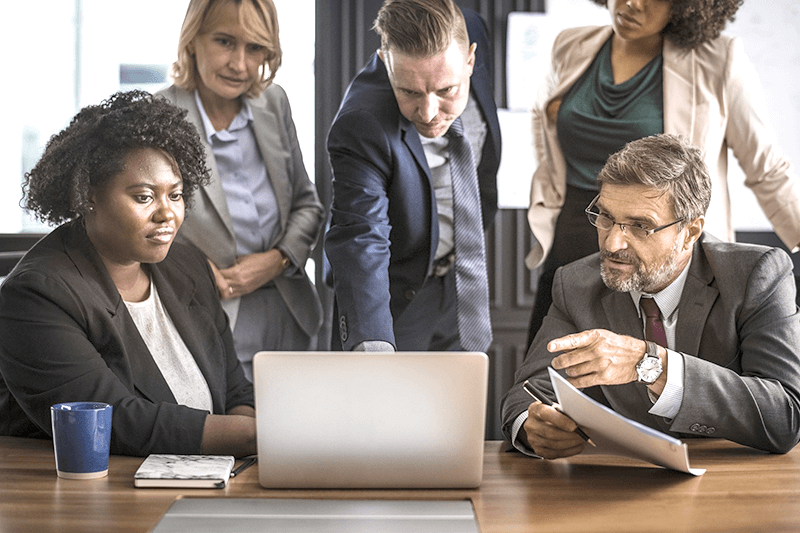 Eficiência no trabalho depende de pessoas, planejamento, softwares e dispositivos